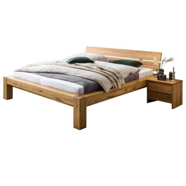 Bed Box Massivholz Bettrahmen Concept Line 200, Wildeiche geölt, mit Kopfteil und Nachttischen